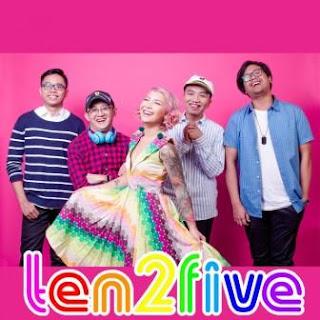 Lagu ini masih berupa single yang didistribusikan oleh label  Lirik Lagu Ten2Five - Vanilla