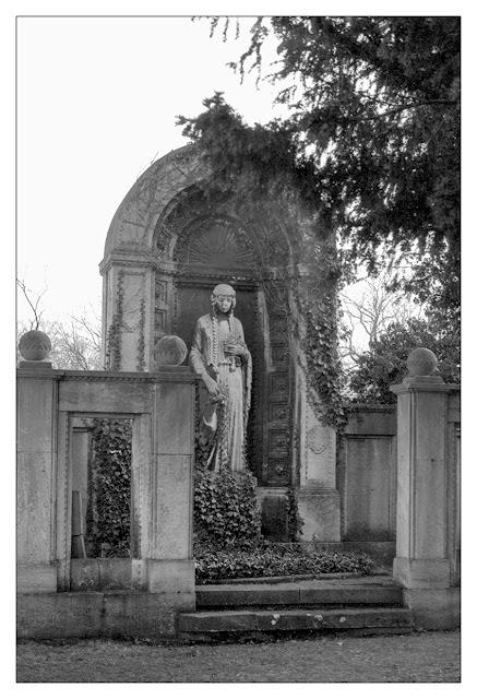 Familiengrab auf dem Unteren Johannisfriedhof in Zeitz