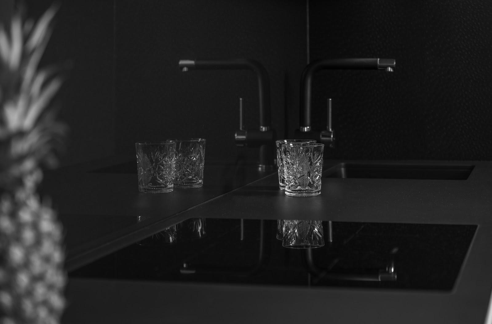 Czerń dodaje w kuchni elegancji i szyku