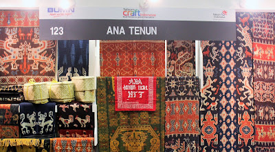 Booth Ana Tenun di Telkom Craft Indonesia 2018
