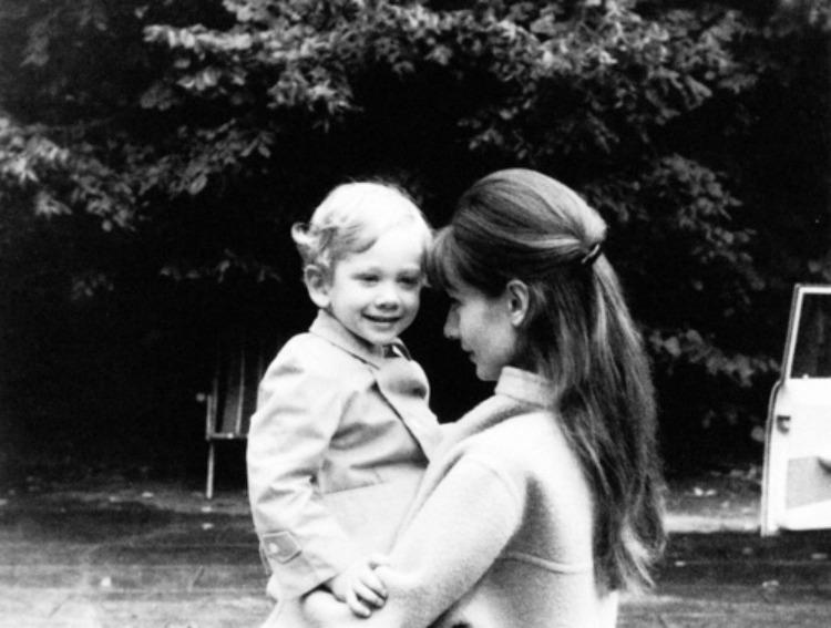 A Vintage Nerd, Audrey Hepburn, Old Hollywood Moms, Vintage Moms