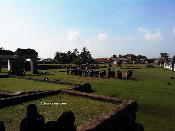 Kambing Pun Piknik Ke Benteng SpeelWijk, Banten