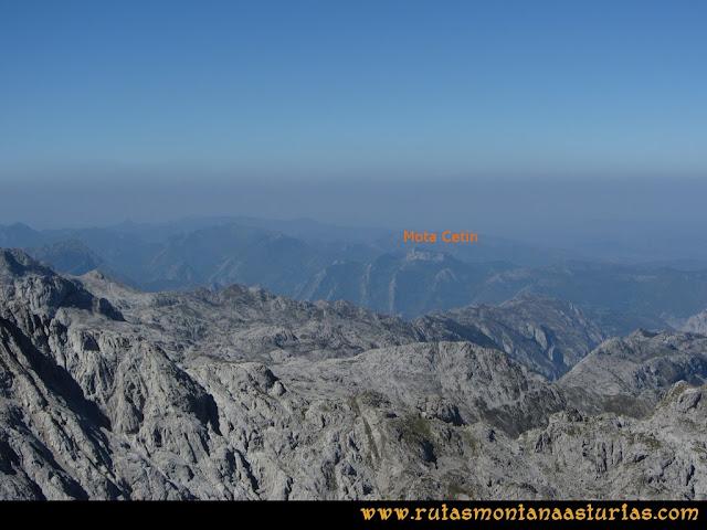 Ruta Ercina, Verdilluenga, Punta Gregoriana, Cabrones: Vista desde la Verdilluenga de la Mota Cetín