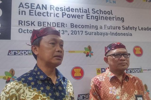 GM PLN Transmisi Jawa Bagian Timur dan Bali, Maryadi (kiri)(KOMPAS.com/Achmad Faizal)