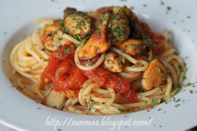 i piaceri della tavola: spaghetti con le cozze ( surgelate )