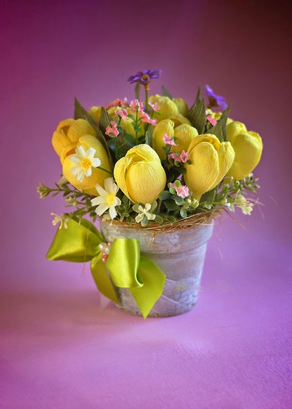 C mo hacer flores en papel crep con dulces o caramelos - Como se hacen crepes dulces ...
