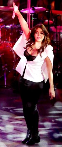 Foto de Yuridia en concierto o presentación