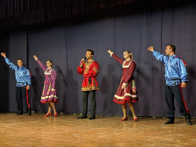 "Peter Zakharov and the Russian dance group ""Barynya"" at the Pune concert"