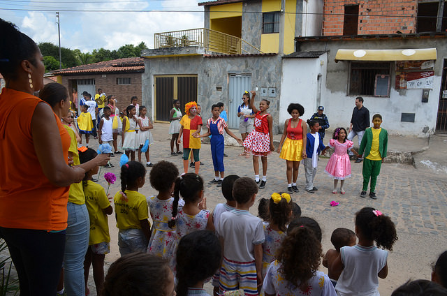 Com apoio da Prefeitura Municipal, Integração AABB Comunidade realiza Desfile da Primavera em Alagoinhas