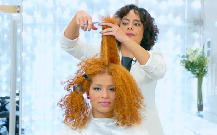 Mabel Garcia da Academia Aneethun tutorial corte para cabelos cacheados