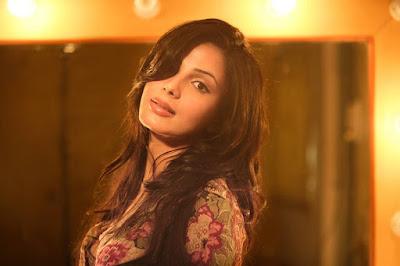 Kirti Kulhari HD Wallapers And Images, Cute Kameena Movie Actress Images And HD Wallapers