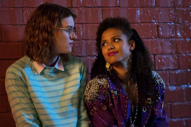 Kelly et Yorkie dans San Junirpero, épisode de Black Mirror, saison 3, épisode 4