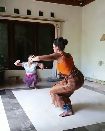 Traditional Balinese dance class in Ubud