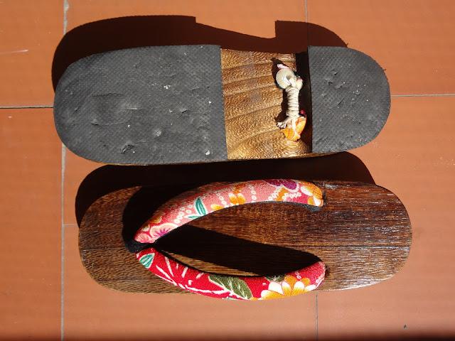 Sandalias geta de hombre