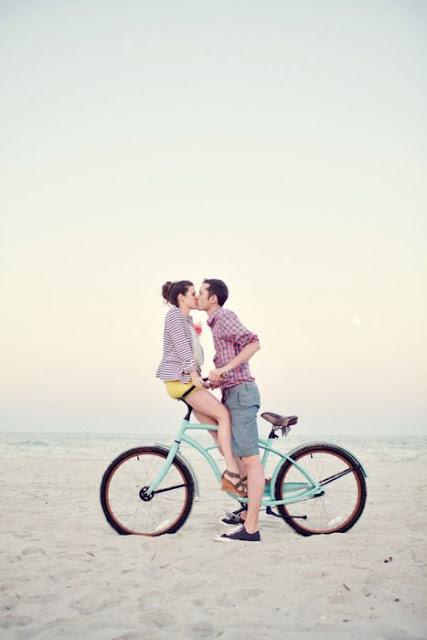 casal na bicicleta