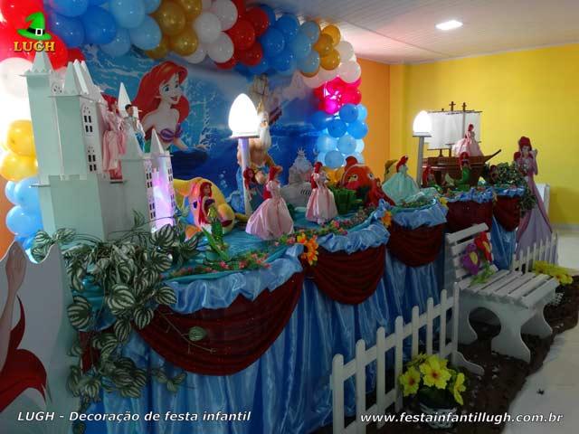 Mesa temática Ariel para festa de aniversário infantil