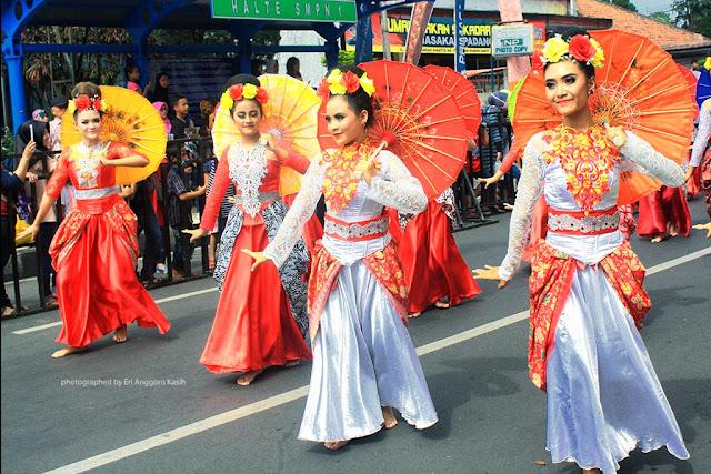 Sekelompok penari di event Tasikmalaya October Festival 2017.