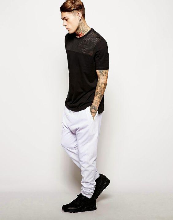 como usar calça branca e camiseta preta