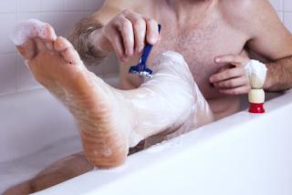 Σχεδόν ένας στους δυο άντρες ξυρίζουν σήμερα τα πόδια τους