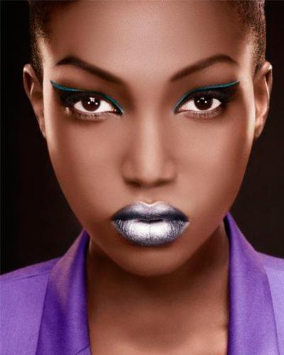 Foto 9 - inspiração maquiagem prata na pele negra