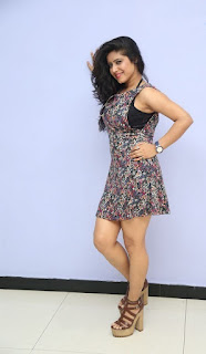 Actress Manisha Tagore Exposing Thunder Thigh in Miniskirt