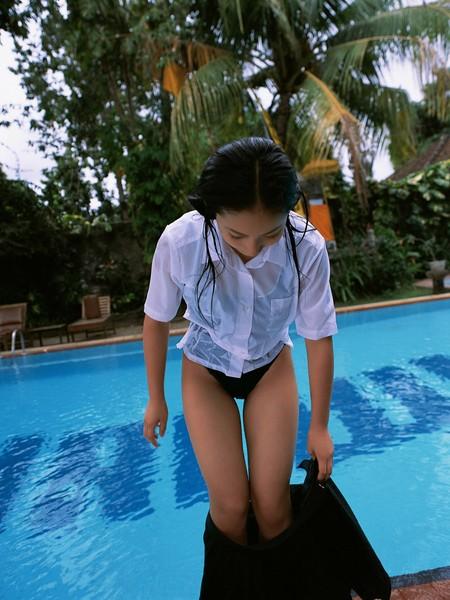 Saaya Irie Gets Wet Gallery Picture