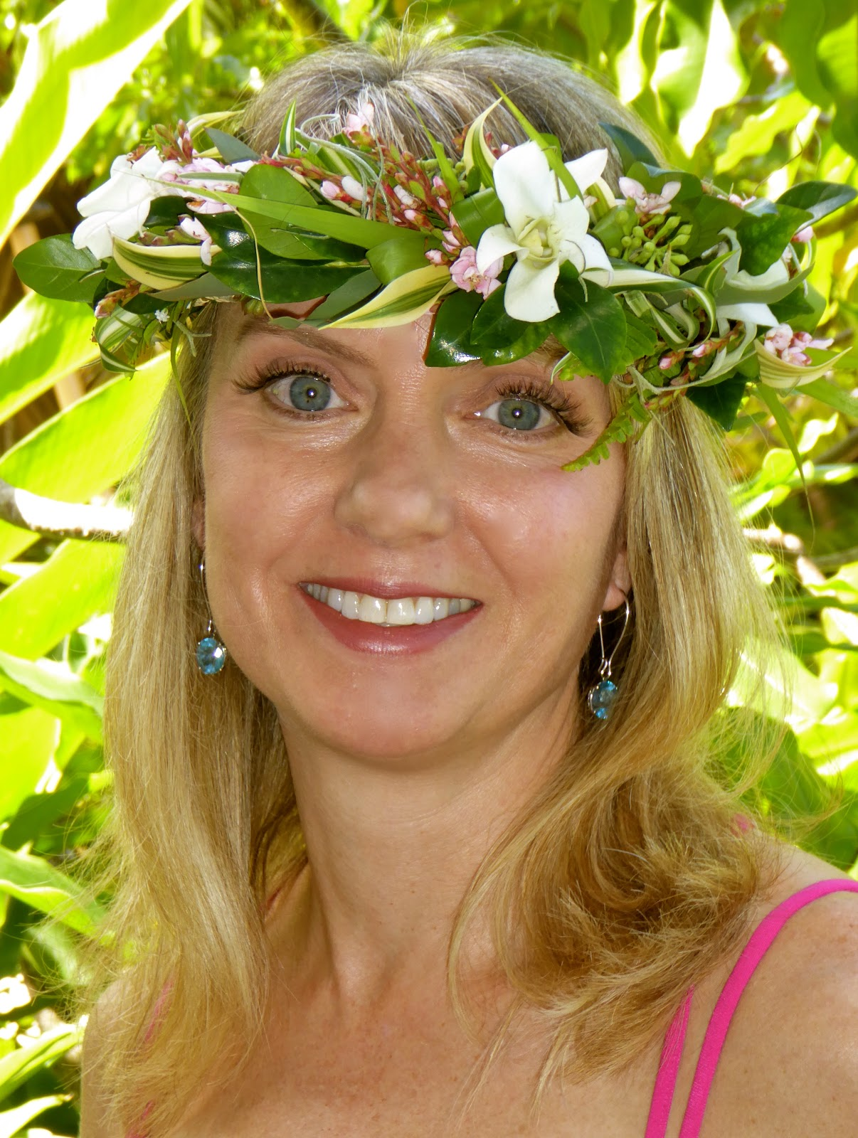 Blue sky styling kauai christie jones thompson a custom made hawaiian flower headpiece can add a tropical twist to your bridal hairstyle for your kauai destination wedding izmirmasajfo