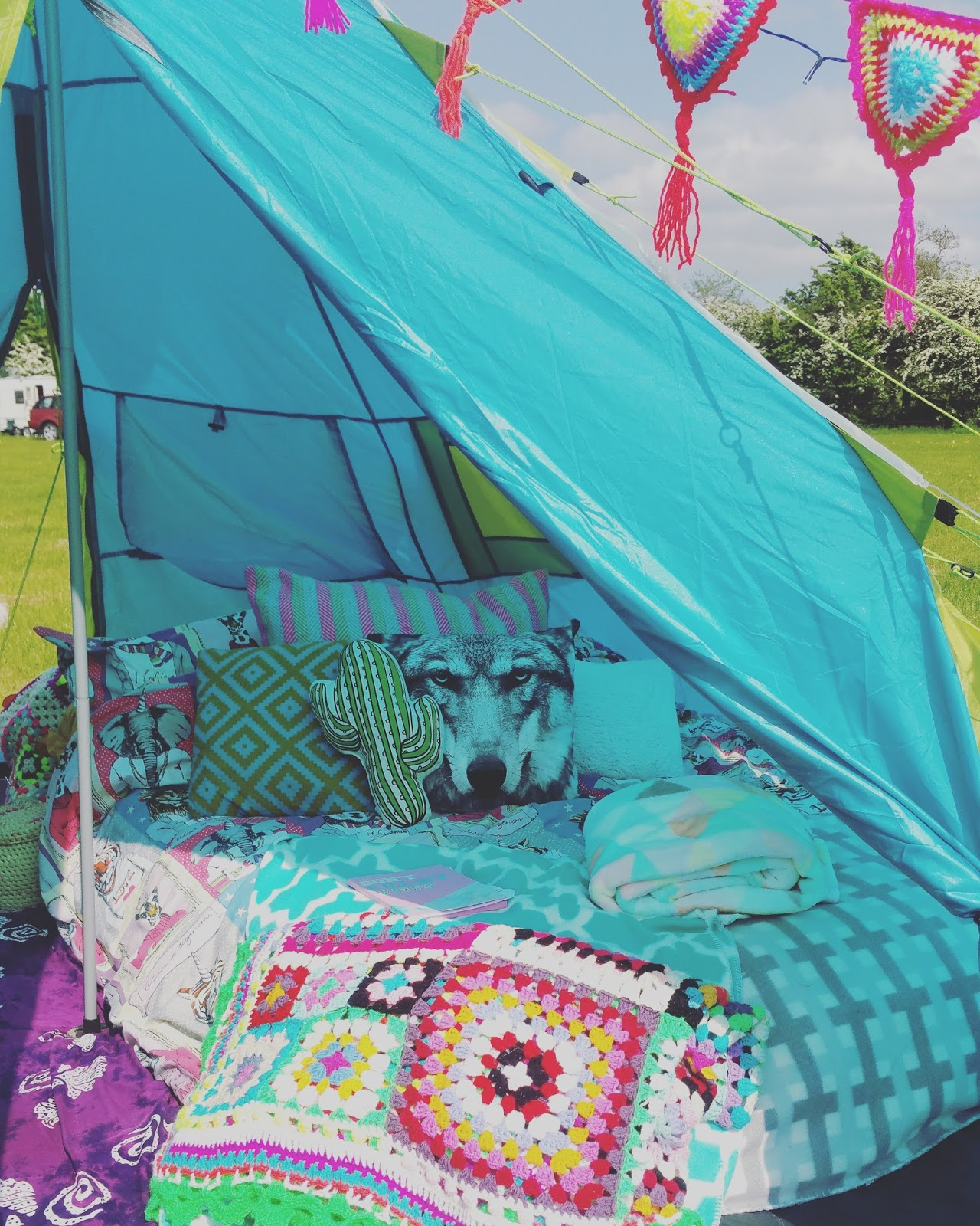 Camping festival tipi bohemian crochet pattern bunting free