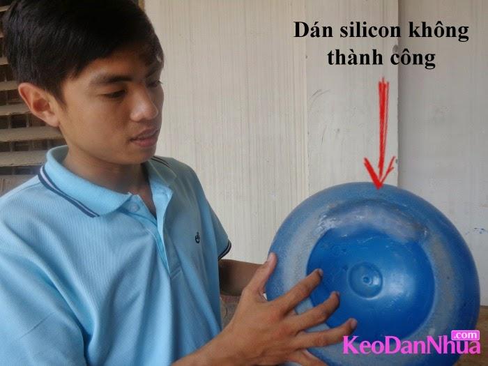 keo-dan-nhua-tot-nhat-dan-bon-nuoc-nhua-bi-nut
