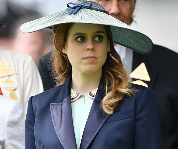 Princess Beatrice and Dave Clark split after 10 years together. grandmother, Queen Elizabeth