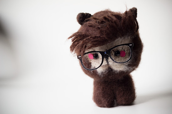 Amigurumi Hipster Alpaca free pattern. Level advanced, completion time 2 days.