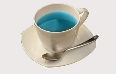 taza con té azul de oloong