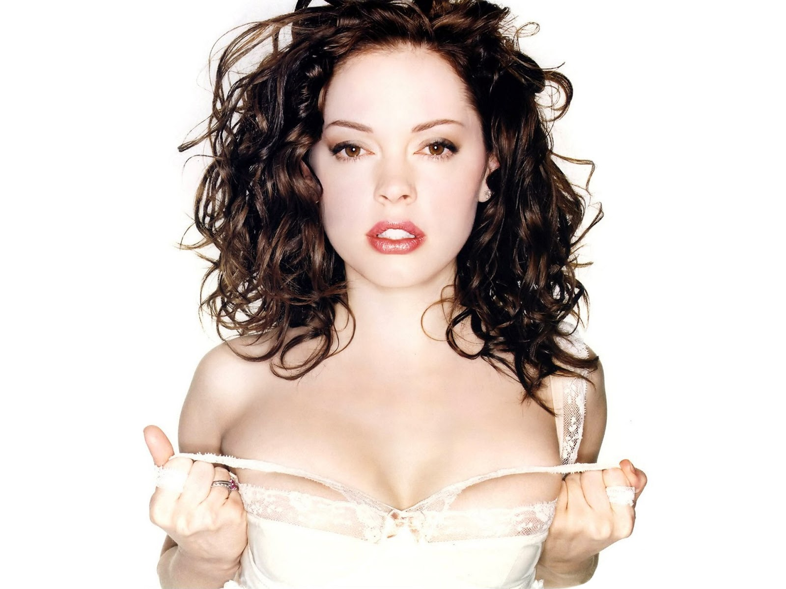 Rose McGowan nude and threesome sex