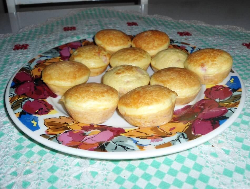 Mini tortinhas de presunto e muçarela