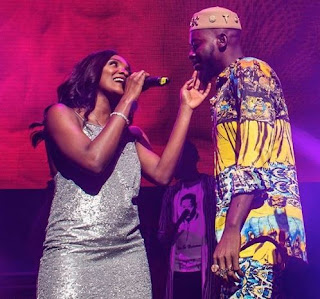 Adekunle Gold and Simi cuddle on stage during his concert in London (Photo)