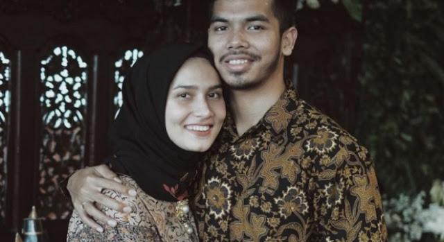 Hasil gambar untuk Wahai Wanita, Berfotolah Dengan Suamimu di Sosmed Agar Pria Tak Naksir Istri Orang
