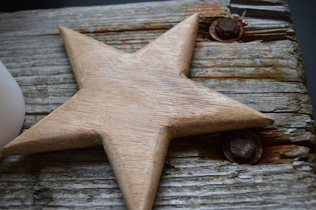 Stjerne i tre på drivved til advenstdekorering