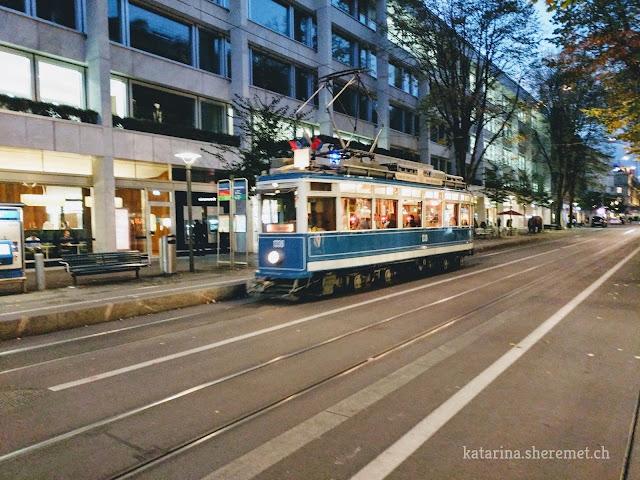 Трамвай Honold на главной улице Цюриха