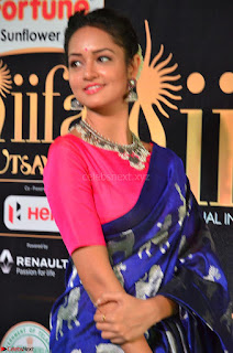 Shanvi Looks Super Cute in Pink Backless Choli Blue Saree at IIFA Utsavam Awards 2017 23.JPG