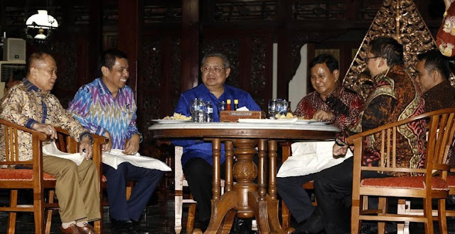 HOT NEWS! Diplomasi Nasi Goreng Pedas ala SBY-Prabowo