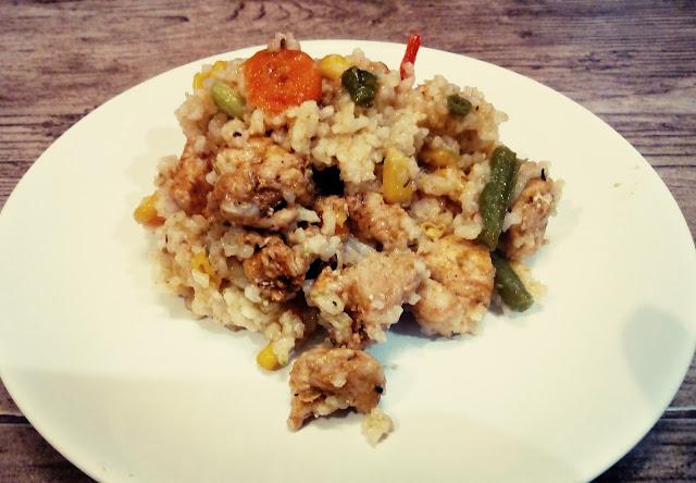 kurczak z ryzem i warzywami ryz z kurczakiem ryz z warzywami chinszczyzna szybkie danie z kurczakiem
