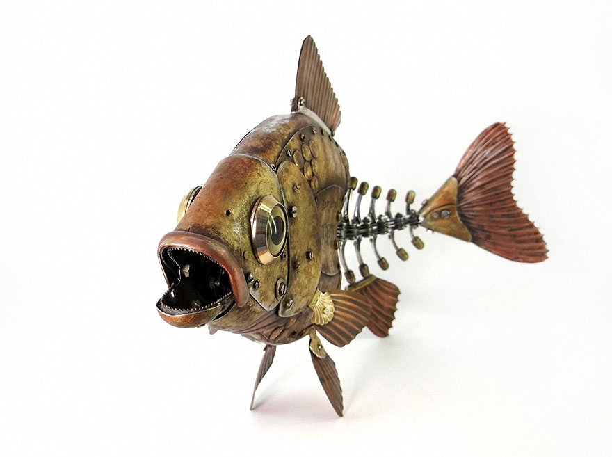 03-Fish-Bones-Igor-Verniy-Recycled-and-Upcycled-Animal-Steampunk-Sculptures-www-designstack-co