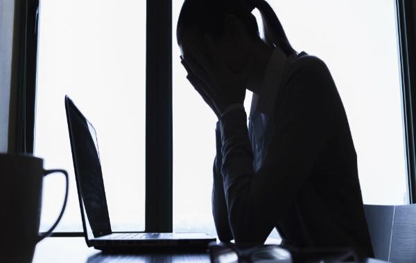 فيسبوك تختبر إمكانية رصد ميل المستخدمين للانتحار عبر الذكاء الاصطناعي