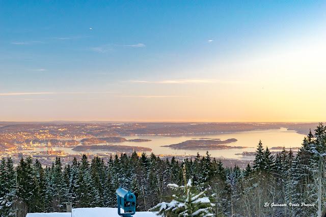 Atardecer sobre el firodo de Oslo desde Frognerseteren por El Guisante Verde Project