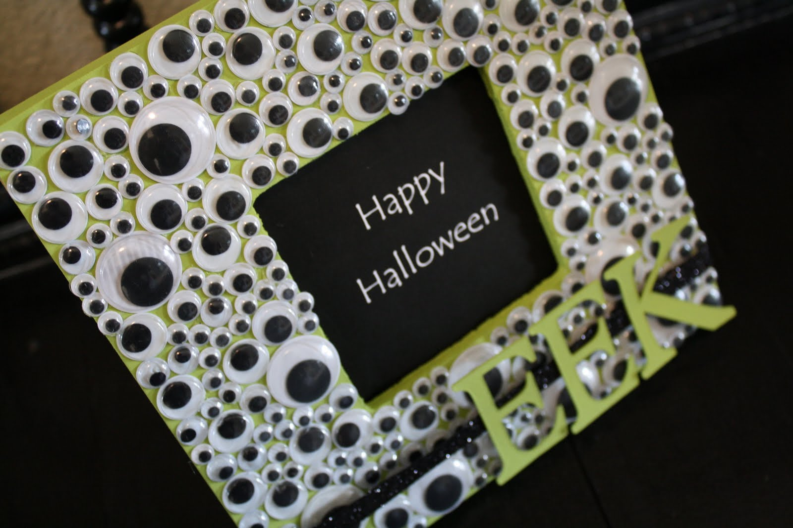 Googly eye halloween frame jeuxipadfo Choice Image