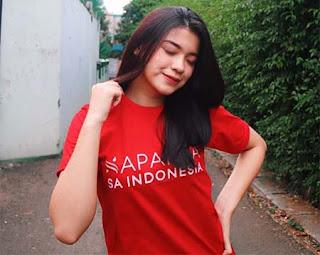 Arifah Lubai Pakai Baju Merah