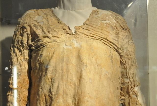 Gaun Tertua (5.000 tahun)