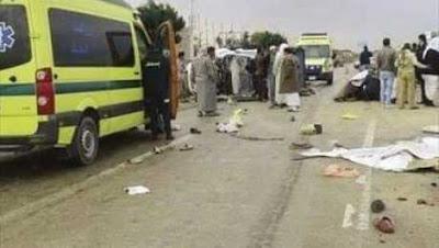 مصرع 4 أشخاص وإصابة 21 آخرين في تصادم أتوبيس بسيارة نقل بالشرقية