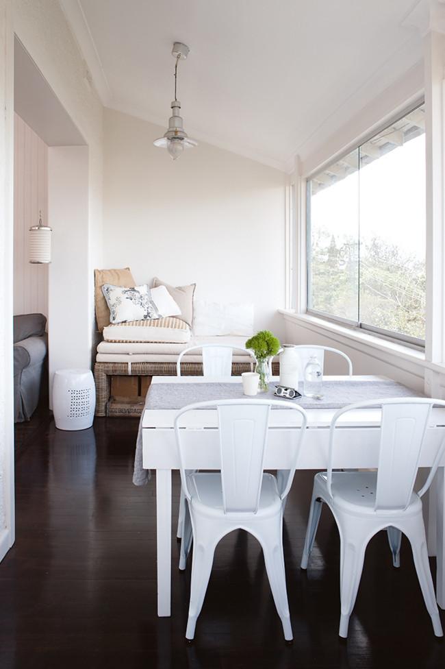Decoraci n blanca y sencilla en un peque o apartamento de - Ideas para decorar un piso pequeno ...