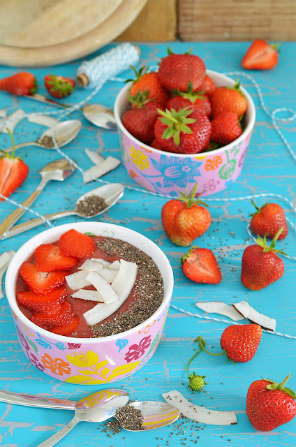Strawberry Chia Smoothie Bowl